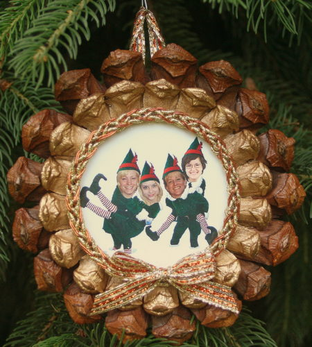 DIY photo frame craft makes a perfectly cozy Christmas ornament READ MORE