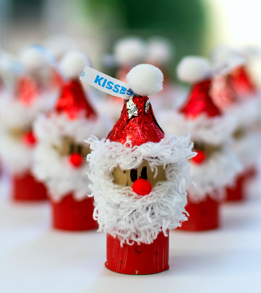 Hershey Kiss-mas Santa wine cork ornament ⋆ Homemade Christmas ...